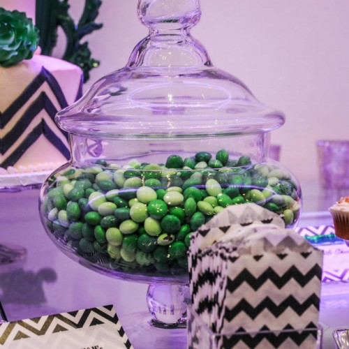 Modern winter wedding - candy bar decor