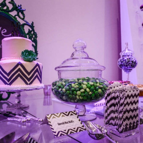 Modern winter wedding decor