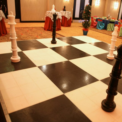 Giant Games Chess