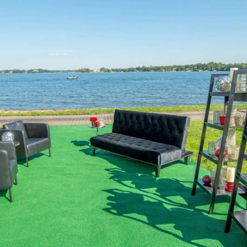 Cambria 2016 black lounge and shelf