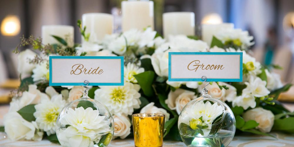 garg bride and groom place cards