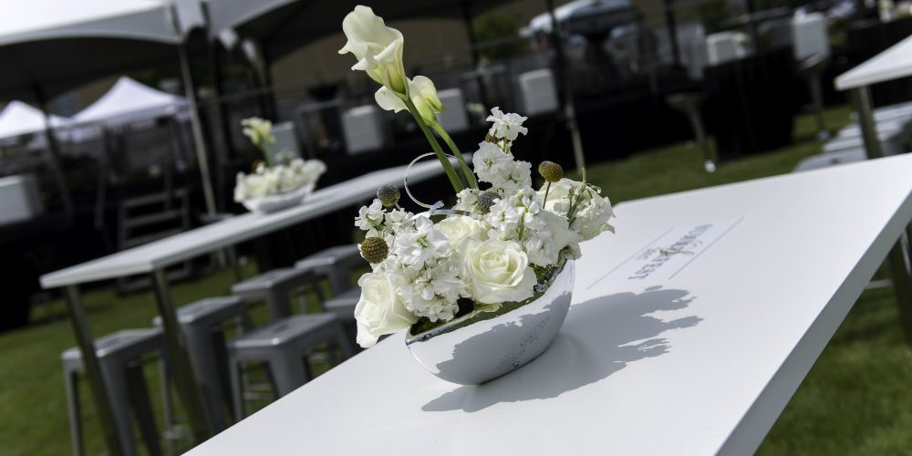 Upsher Casino White table flowers
