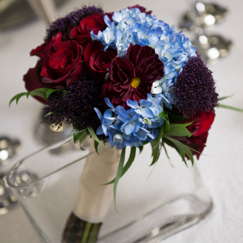 Showroom blue red bouquet 500 x 500