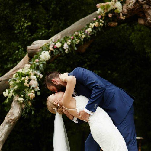 Daniel Wedding Tree Kiss 1000 x 1000