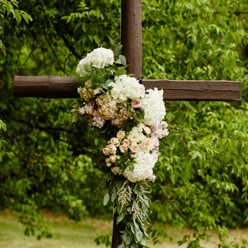 Daniels Wedding cross flowers 500 x 500