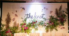 The Knot White Wood Backdrop 230 x 120