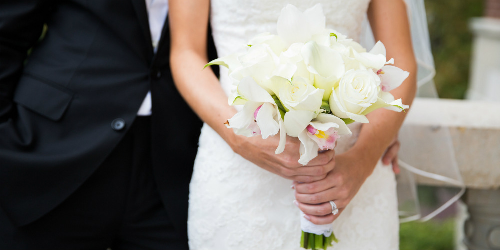 Ewald Vortherms bridal bouquet with groom 1000 x 500