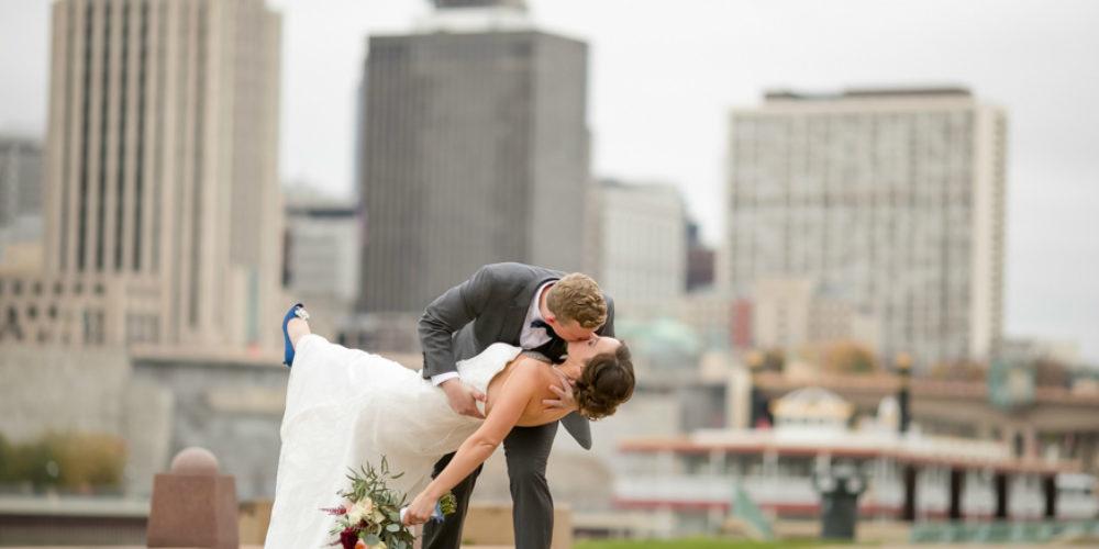 Marshall Bettendorf dipping kiss 1000 x 500