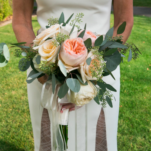 Jennifer&Charlie Spvacek Olson bride with bouquet
