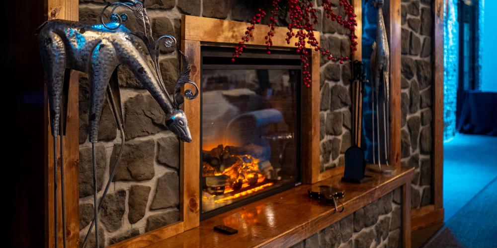 Mosaic Holiday 2018 Fireplace Side
