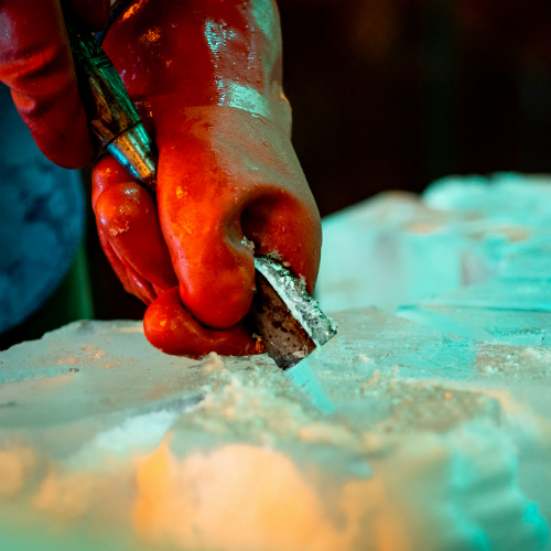 Mosaic Holiday 2018 Hand Carving Ice