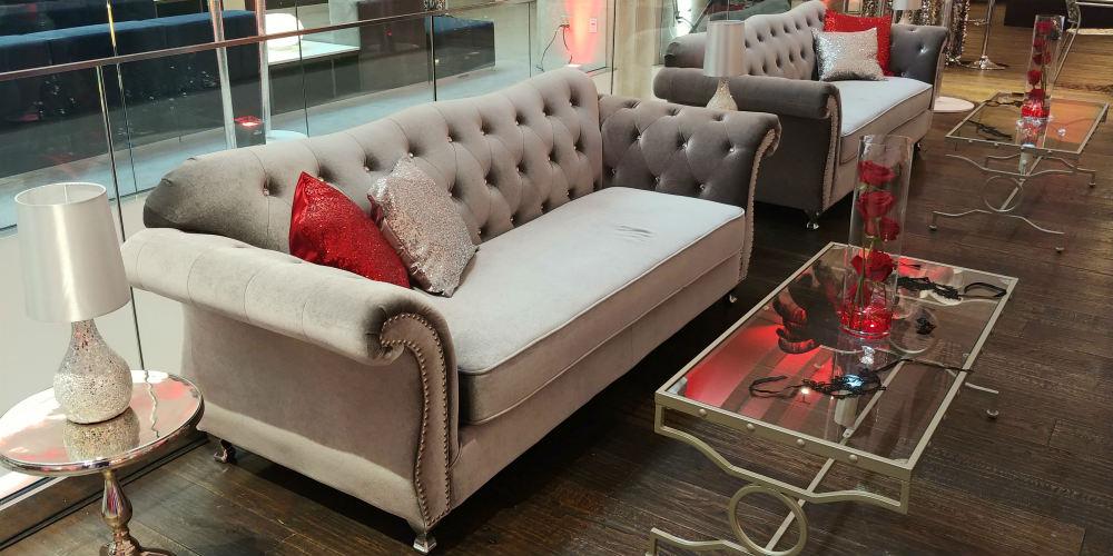 Advisornet Masquerade sofa