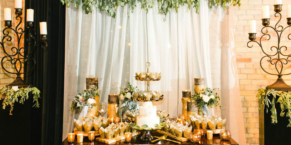 Claire and Alex Flitsch cake table